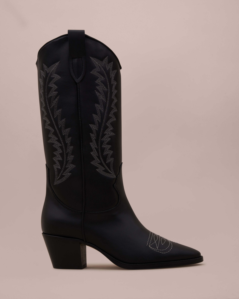 COWBOY BOOTS WITH STITCHING